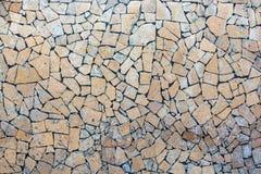 Closeupvägg som täckas i stycken av stenbakgrund Royaltyfri Foto
