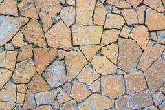 Closeupvägg som täckas i stycken av stenbakgrund Royaltyfri Bild
