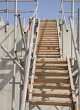 closeview梯子木管道的钢 免版税库存照片
