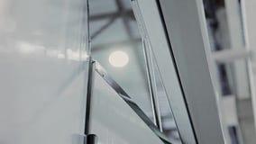 Closing automático das portas O mecanismo de trabalho filme