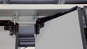 Closing automático das portas O mecanismo de trabalho video estoque