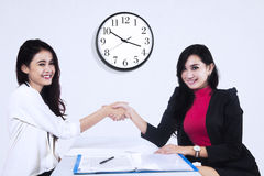 Closing business deal at the right time Royalty Free Stock Photography