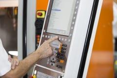 Closup di controllo delle operazioni a macchina del pannello di CNC Fotografia Stock Libera da Diritti