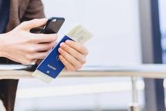 closup telefonu bilety i paszport Obrazy Stock