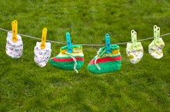 Clotheline con i vestiti del bambino Fotografia Stock Libera da Diritti