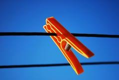 Clothepin arancione Fotografia Stock Libera da Diritti
