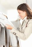Clothes shop - woman shopping Royalty Free Stock Photography