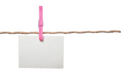 Κενή φωτογραφία στο σχοινί με Clothespin στο άσπρο υπόβαθρο Στοκ Εικόνες