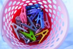 Clothespin w pralnianym koszu Zdjęcia Stock