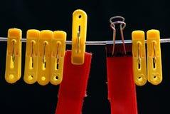 Clothespin y pequeño clip de la carpeta Imagen de archivo
