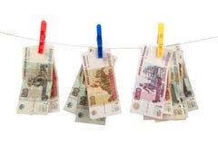 clothespins κρεμά τα χρήματα ρωσικά στοκ φωτογραφία με δικαίωμα ελεύθερης χρήσης