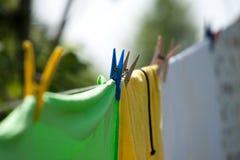 clothespins цветастые Стоковое Фото