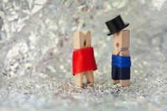 Clothespins: abstrakcjonistyczna romantyczna para dżentelmeński Zdjęcie Stock