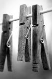 Clothespins auf Wäscheleine Stockfotografie