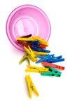 Clothespins colorati con la ciotola Fotografie Stock Libere da Diritti