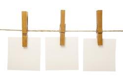 Clothespins e blocos de notas Imagens de Stock