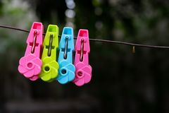 Clothespins klamerka na drucie obrazy royalty free