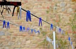 Clothespins multicolores imagen de archivo