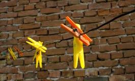 Clothespins plásticos coloreados Imagen de archivo libre de regalías
