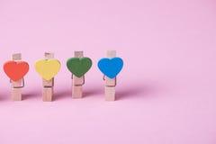clothespins pojęcie tłoczy się pozycja rząd pozycję Fotografia Royalty Free