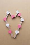 Clothespins z sercami są Notepad Błękitny tło papier Obrazy Royalty Free