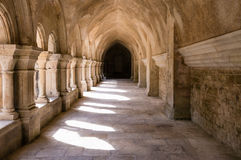 Cloître à l'abbaye de Fontenay Photo stock