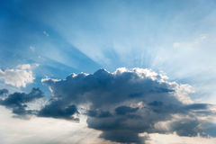 Cloud and beams of the sun Royalty Free Stock Images