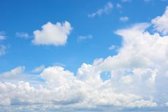 Cloud in bright blue sky Royalty Free Stock Photography