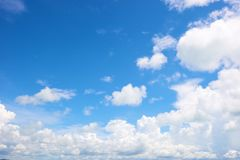 Cloud in bright blue sky Royalty Free Stock Photos