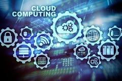 Cloud Computing, concept de connectivit? de technologie sur le fond de pi?ce de serveur photos libres de droits