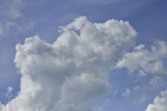 cloud cumulusu b??kit nieba white zdjęcia stock