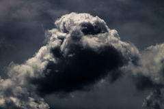 cloud dark Arkivbild