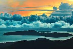cloud jabłko kwiaty obszar łąkowego kształtuje charakter słońca drzewa Sceniczny widok zmierzchu niebo adobe tło tworzył ilustrat Obraz Stock