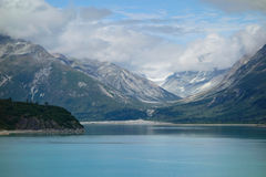 cloud lodowca bay gór nad ocean park narodowy Zdjęcia Royalty Free