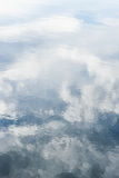 Cloud reflexionen Arkivfoto