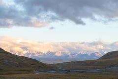 cloud słońca Plateau powiedzenie 3 800 m Kirgistan fotografia royalty free