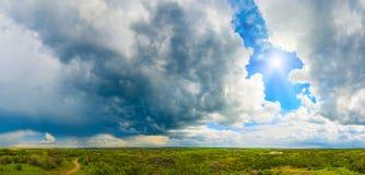 cloud samochodów promie ciemnej formy burzliwe widok panorama Zdjęcia Royalty Free
