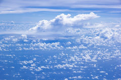 Cloud scatter on blue sky Royalty Free Stock Images