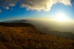 cloud vändkretsar för sunen för pannan för mae för doiinthanonkew Royaltyfria Foton