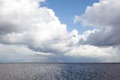 Cloudacape über See- und Windtausendsteln Lizenzfreie Stockbilder