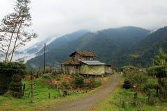 cloudforest的地道房子厄瓜多尔山 免版税图库摄影