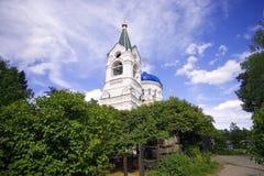 Cloudiness του χωριού καμπαναριών τριάδας εκκλησιών τριάδας στοκ φωτογραφίες με δικαίωμα ελεύθερης χρήσης
