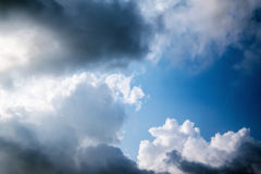 Cloudly蓝色skyscape 免版税图库摄影