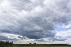 Clouds. Heavy clouds rolling in the sky Royalty Free Stock Photos