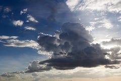 clouds aftonskyen Fotografering för Bildbyråer