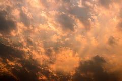 clouds aftonskyen Arkivfoton