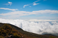 Clouds beneath the top of the mountain Royalty Free Stock Images