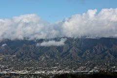 clouds berg över dalen Royaltyfri Foto