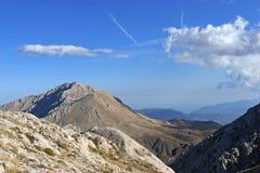clouds bergskyen arkivbild