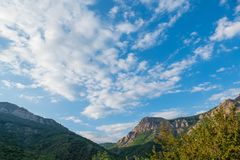White clouds above blue mountains Royalty Free Stock Photos